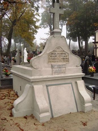 Images: Kopia grobowiec Rodziny Chlewickich.JPG