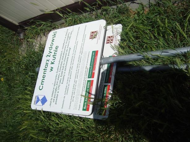Images: zdewastowane tablice 2.JPG